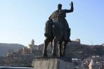 Тбилиси. Памятник Вахтангу Горгасали, основателю города.